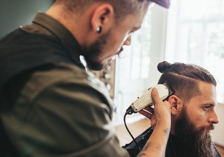 Come scegliere il taglio più adatto di capelli per uomo