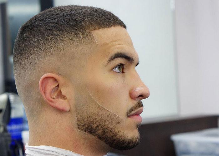 taglio capelli uomo militare